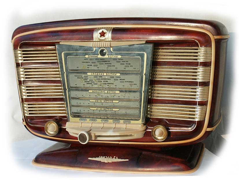 бытовым радиоприёмником и